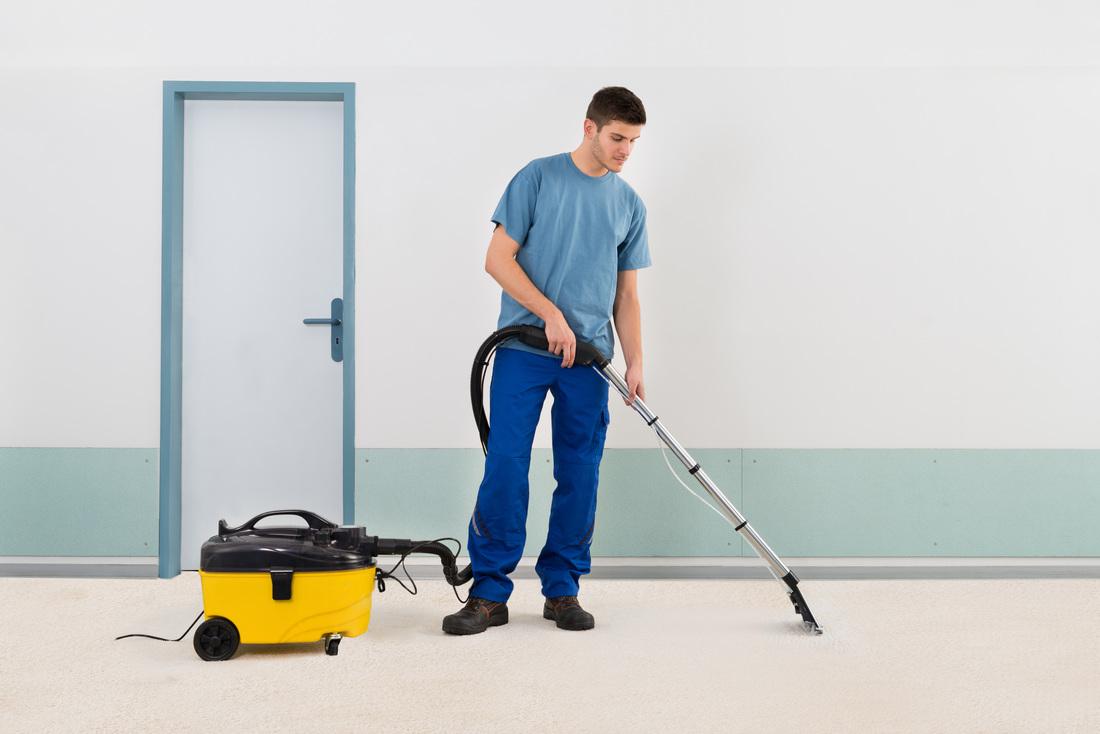 man-cleaning-carpet_8_orig
